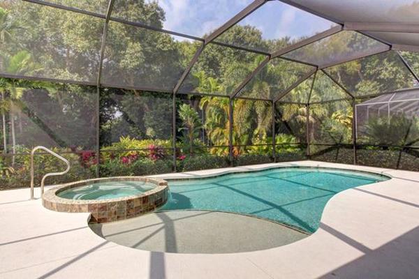 Oval-beauty-swimming-pool