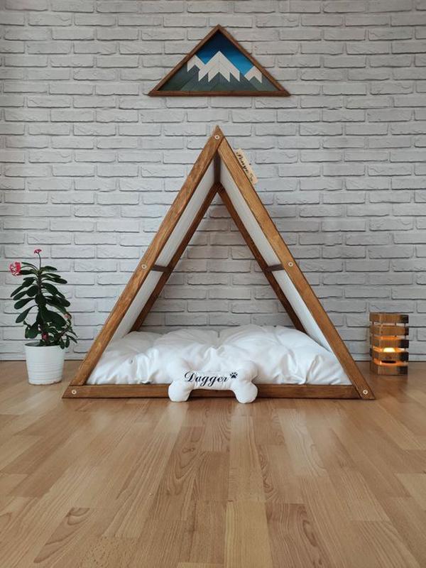 Triangle-dog-house