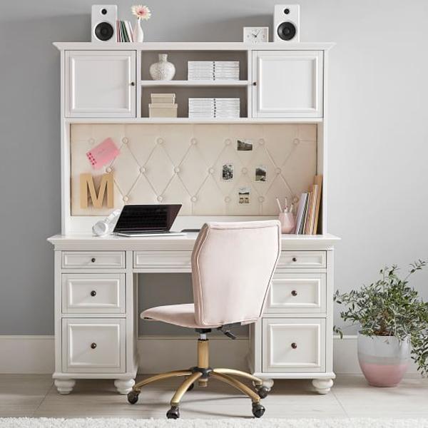 Study-desk-with-white-theme