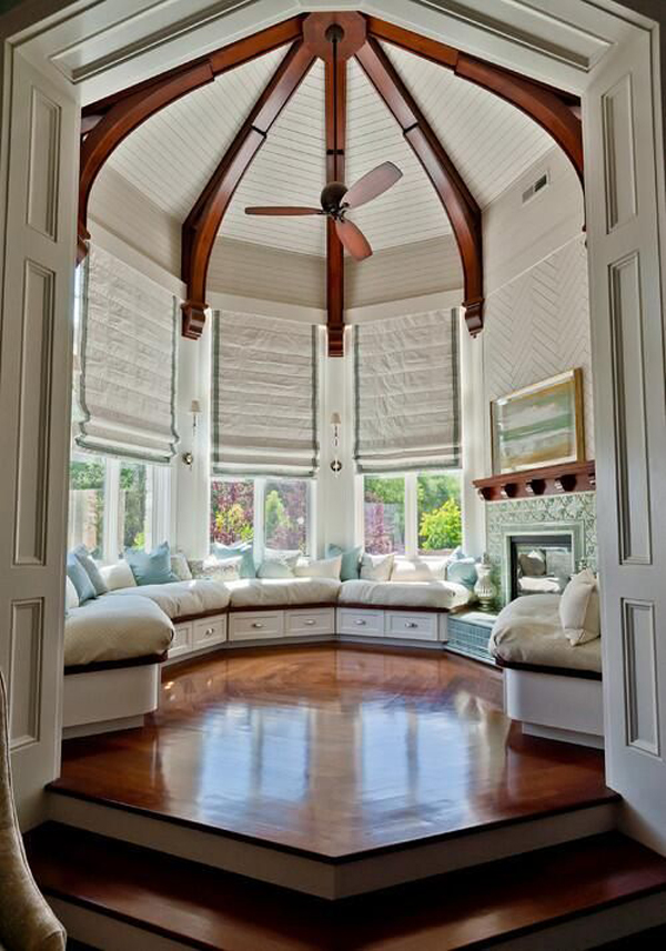 Different-style-with-fan-in-the-middle-of-room
