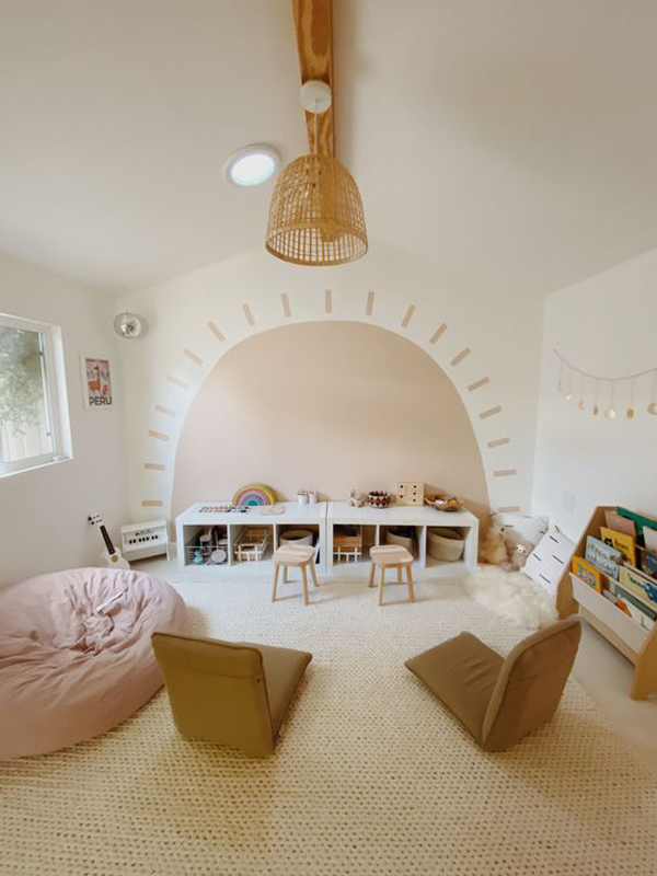 Sun-mural-walls-decor-for-your-playroom
