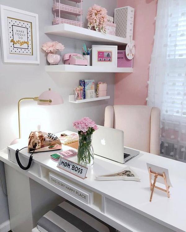 Mom-bos-desk