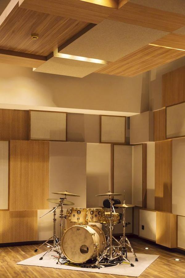 Music-studio-with-amazing-walls-decoration