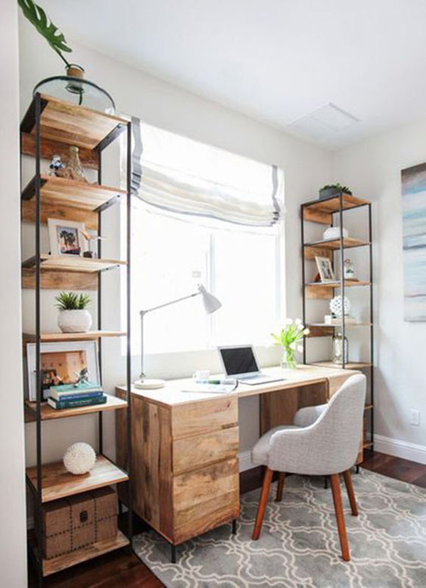 Simple-and-comfortable-work-desk