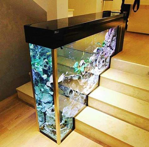 staircase-decoration-with-placed-aquarium-there