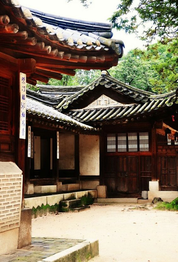 Traditional-Japanese-roof