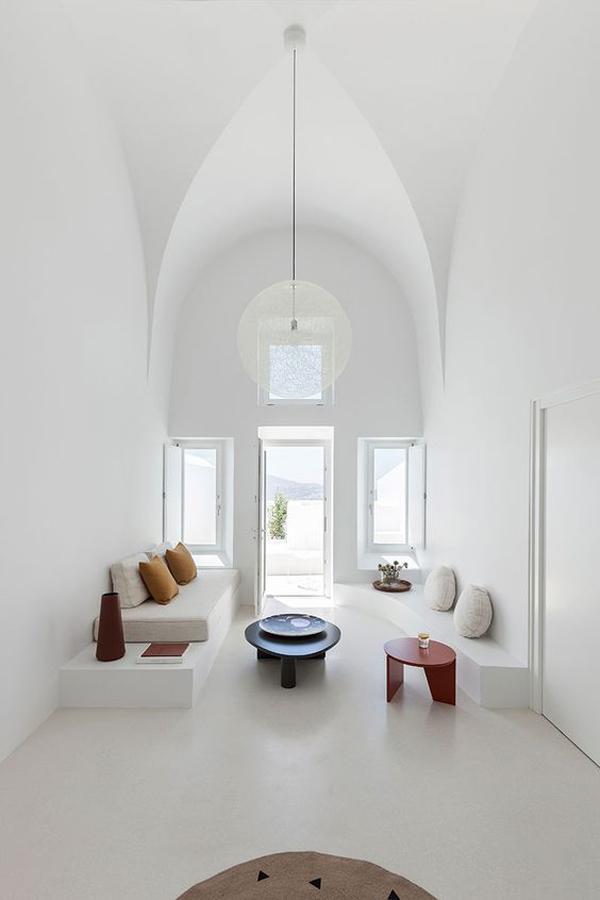 white-theme-of-living-room