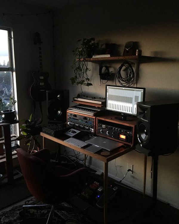 Work-space-for-musicions