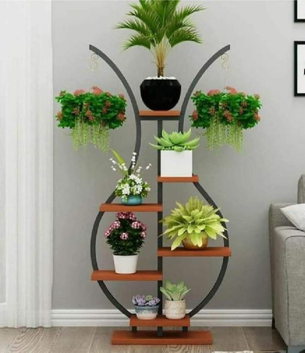 hanging-plant-placed-on-the-stand-planter