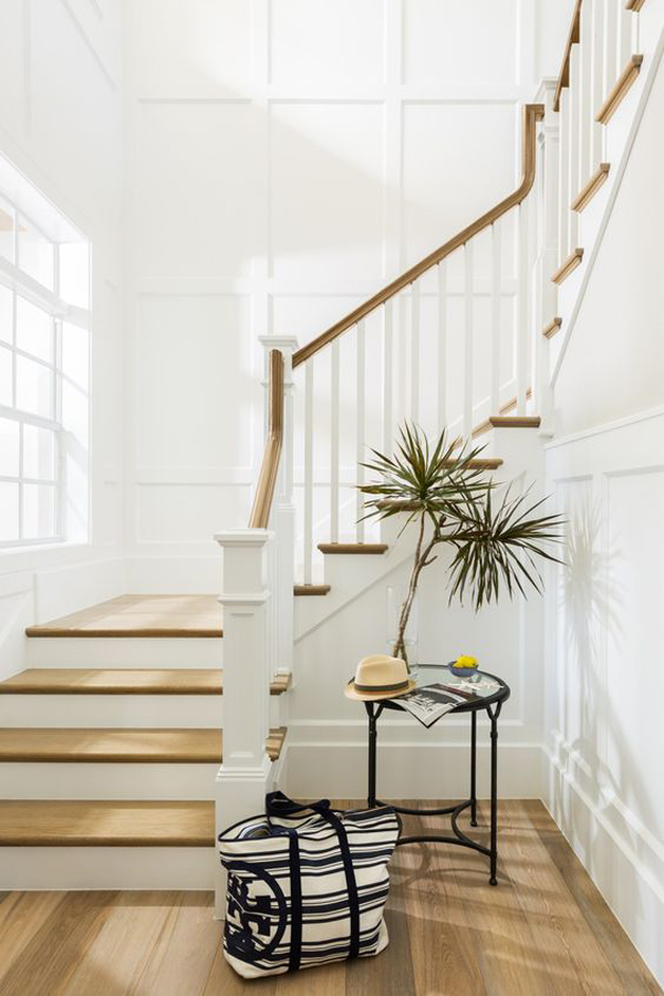 the-white-house-with-staircase