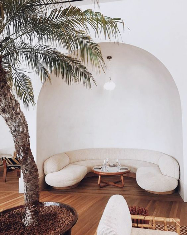unique-curved-sofa-in-the-living-room