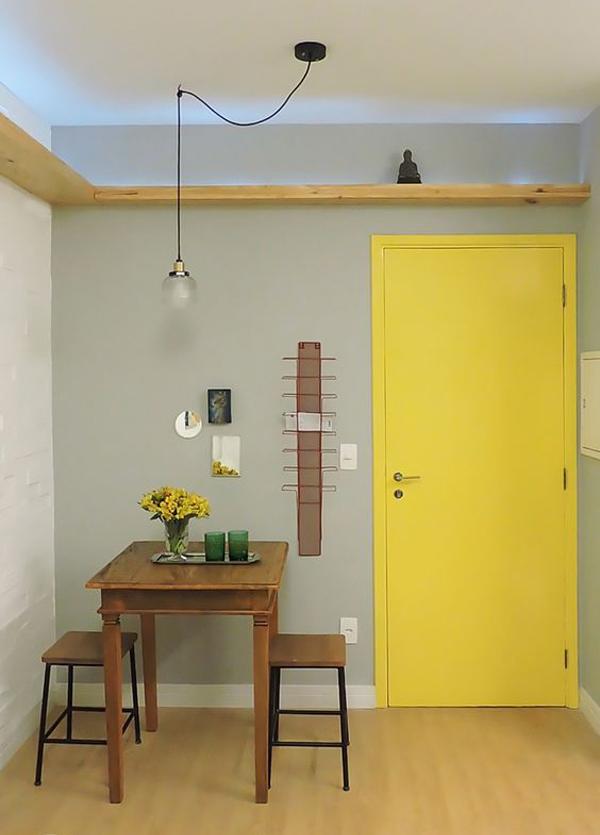 yellow-door-decorate
