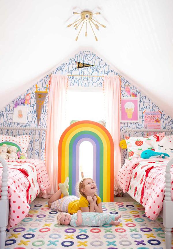 Beautiful-kids-room-with-rainbow-decoration