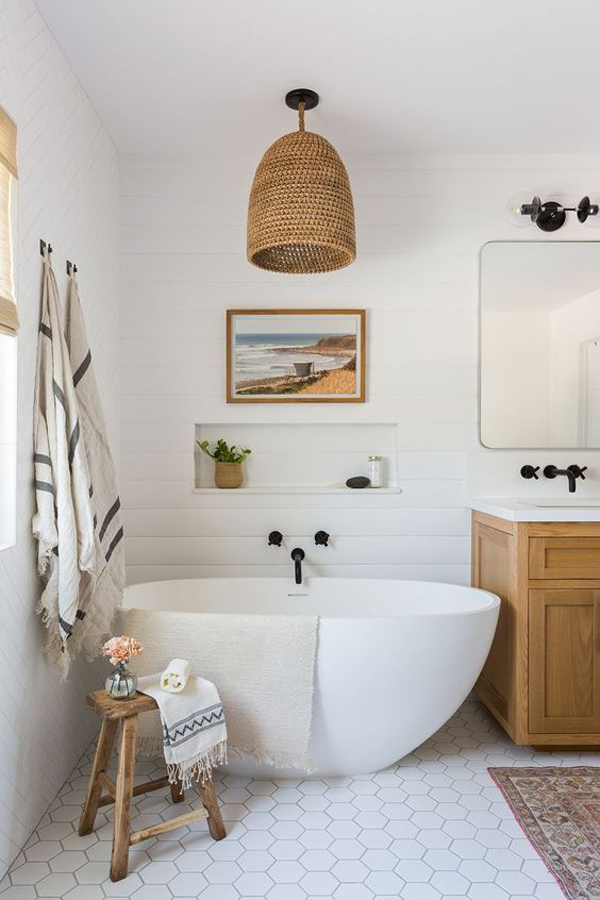 Large-bathroom-with-vintage-style