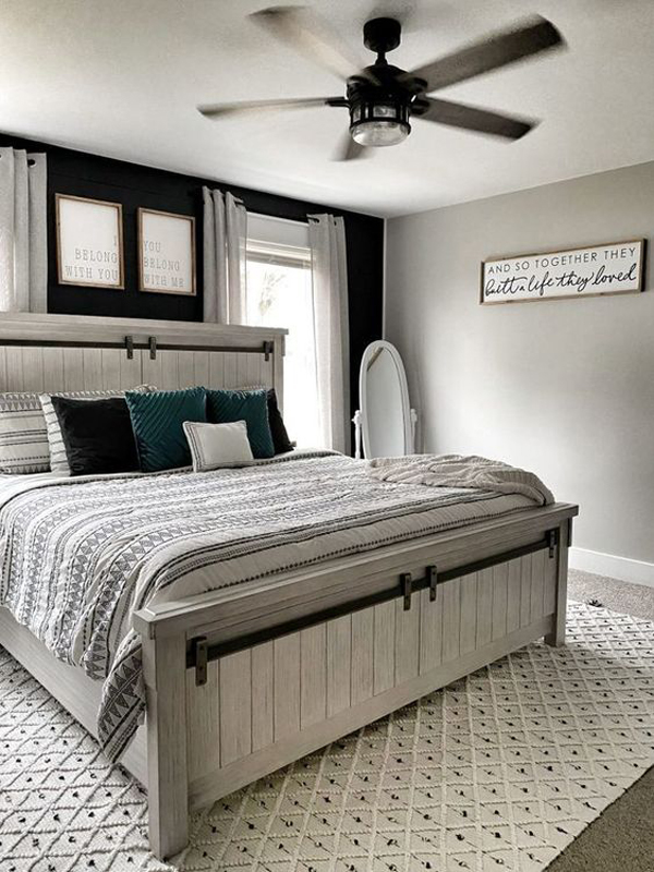 Rustic-bedroom-with-old-fan