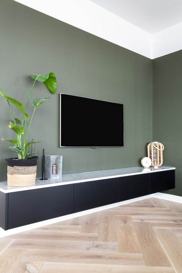 Simple-TV-wall-with-plants-design