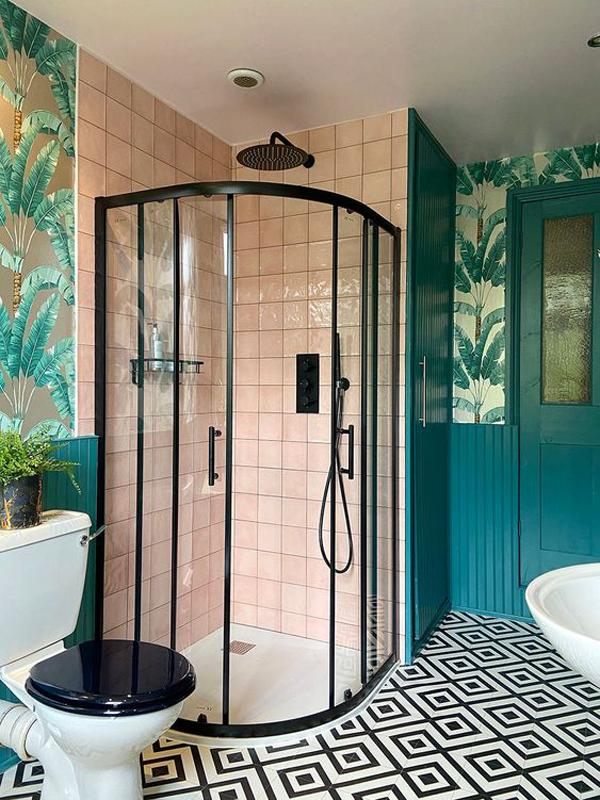 Tropical-bathroom-paradise