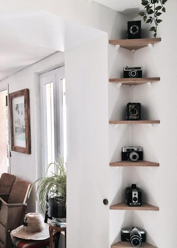 corner-shelf-of-camera-place
