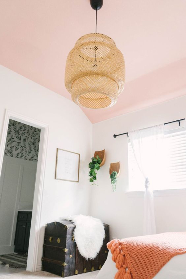 pink-theme-of-ceiling-room