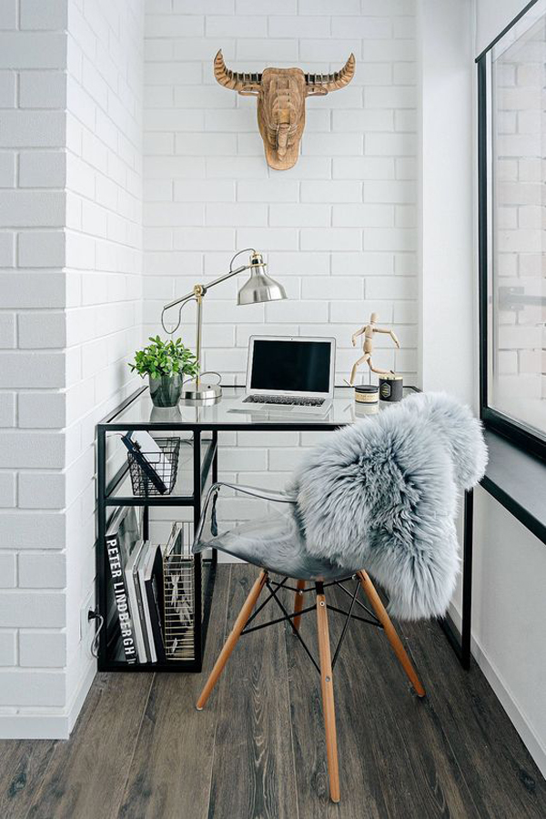 white-theme-of-glass-desk