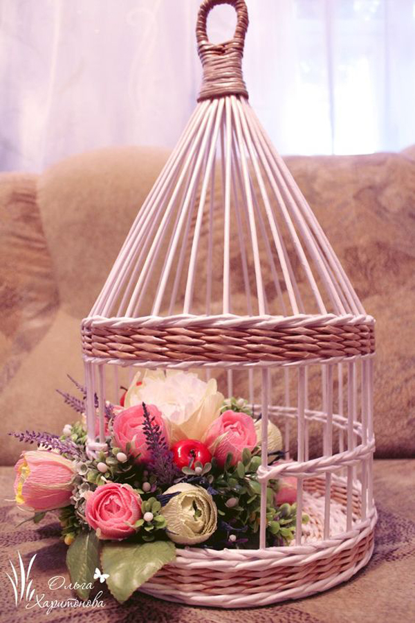 Beautiful-hand-wicker-to-place-your-flower-plastic