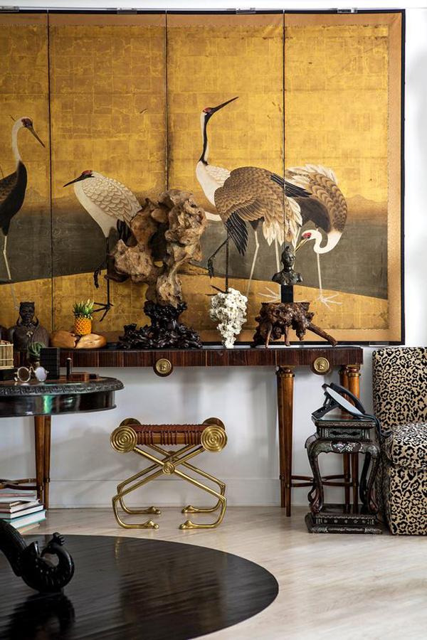 Birds-wallpaper-as-living-room-decoration