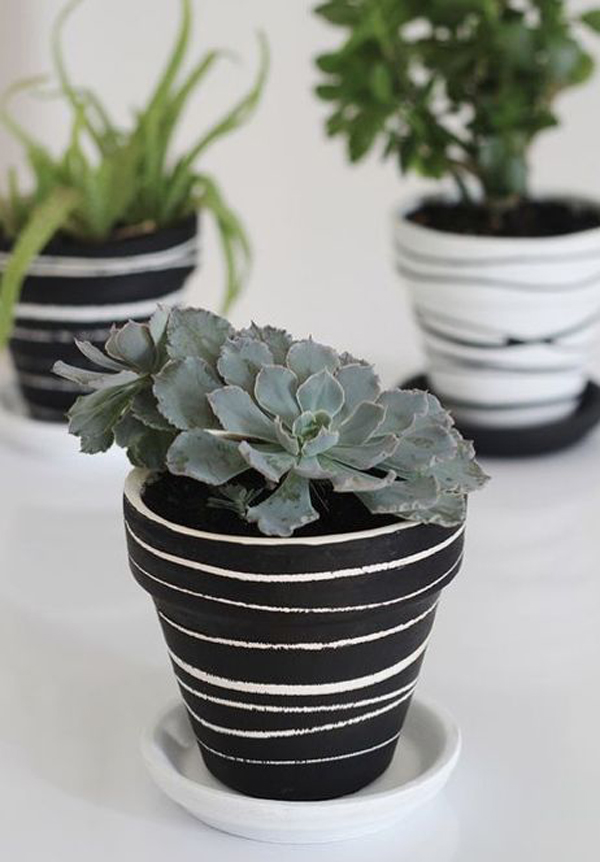 Black-and-white-painted-terra-cotta-pots