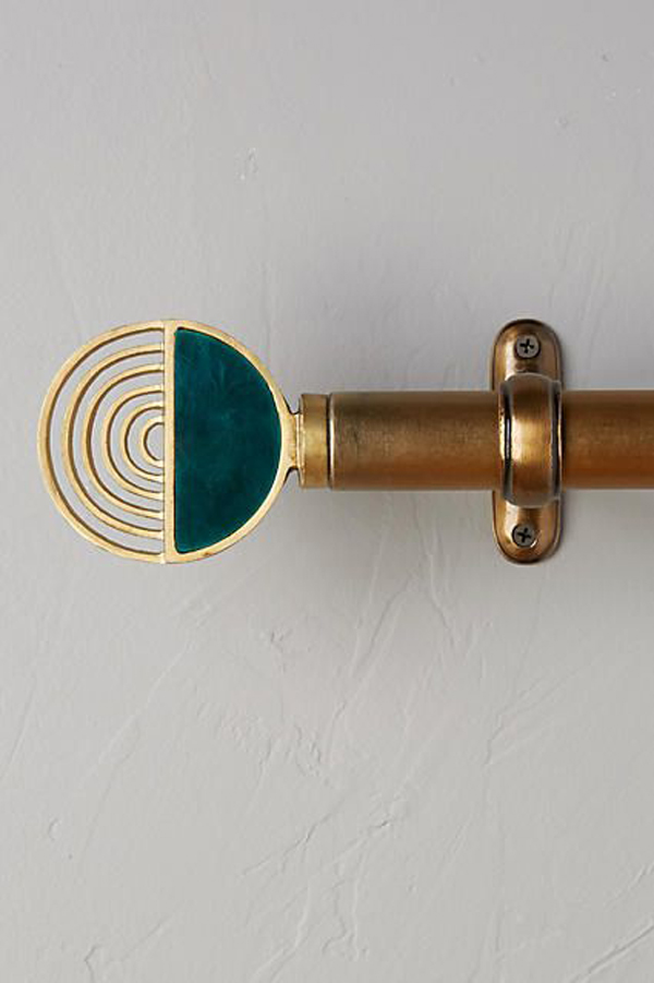 Curtain-rod-with-circle-shapes