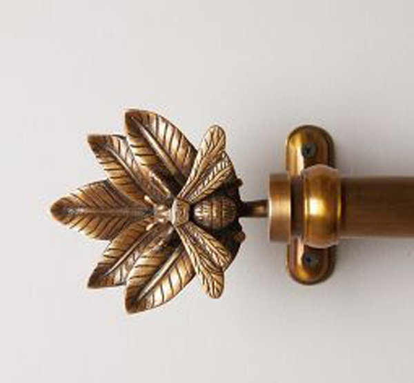 Curtain-rod-with-flower-shapes
