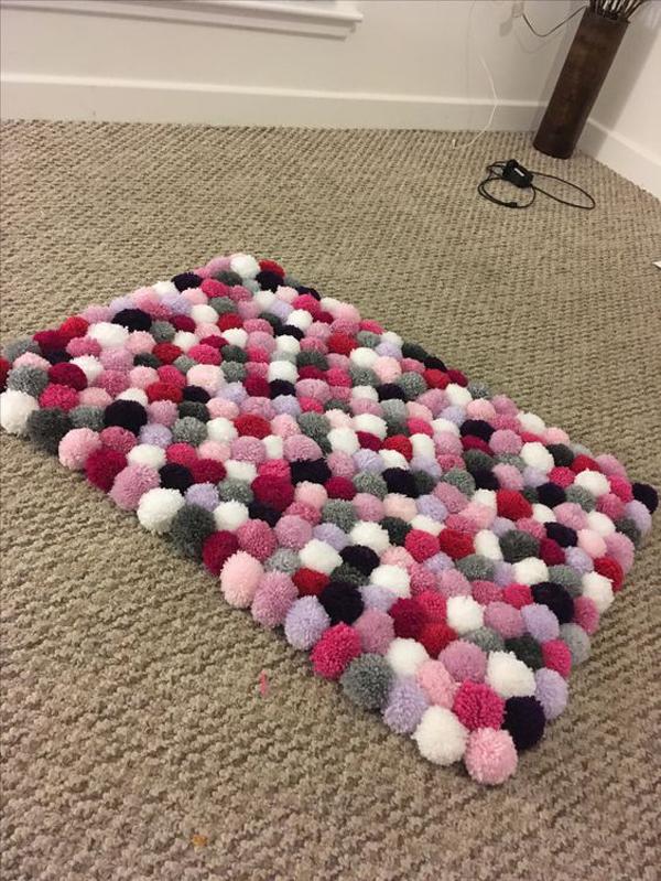 Floor-mat-pompom