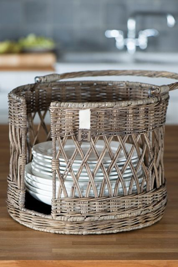 Hand-wicker-to-lying-your-spoon