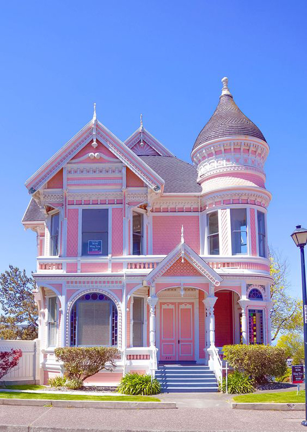 Pink-Victorian-style-house