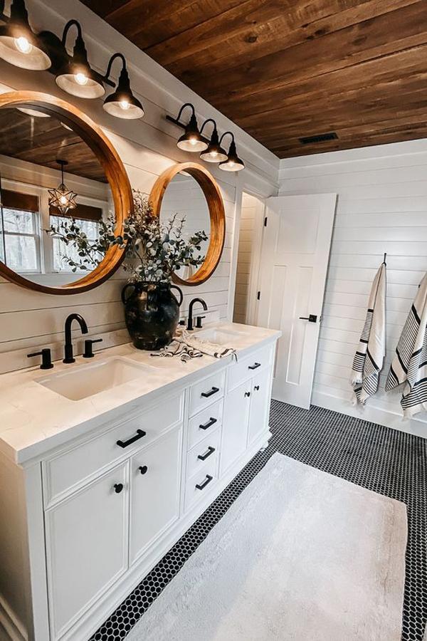 Shiplap-framehouse-bathroom-style