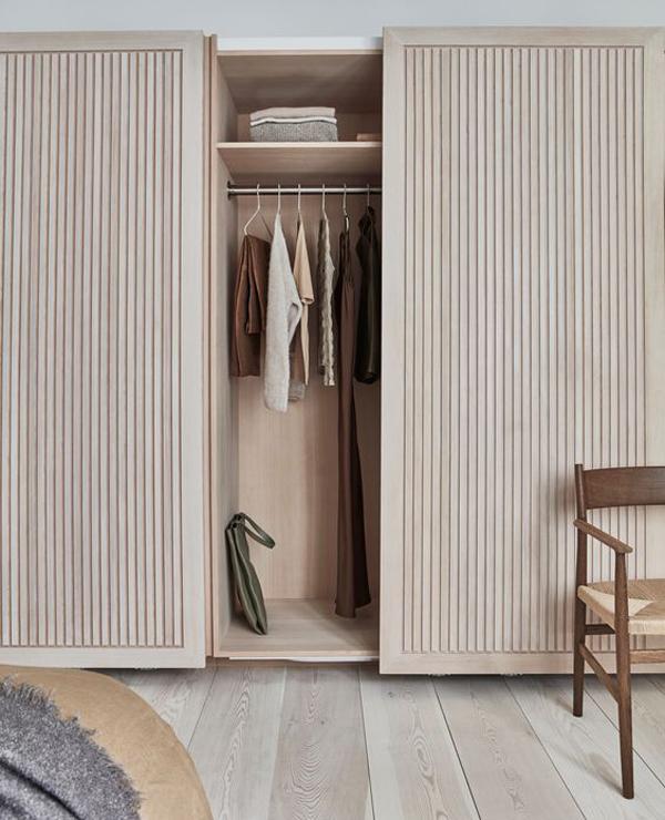 Wardrobe-with-elegant-cabinet
