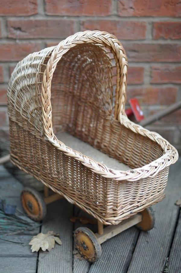 Wicker-baby-basket