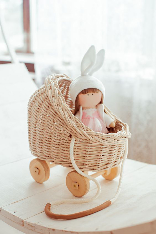 Wicker-basket-for-your-loved-doll