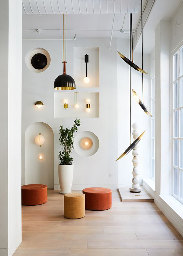 Amazing-wall-decoration-with-white-theme