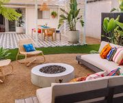 Colorful-theme-for-your-backyard-decoration