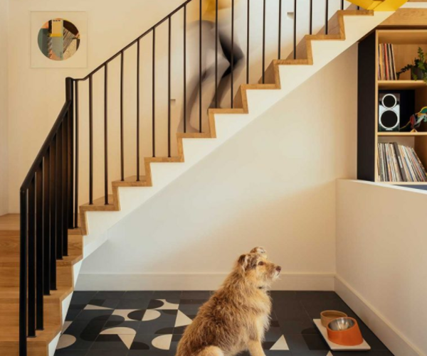 Simple-staircase-in-the-Brighton-house