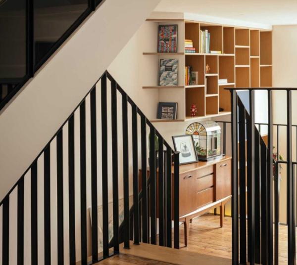 Black-staircase-design