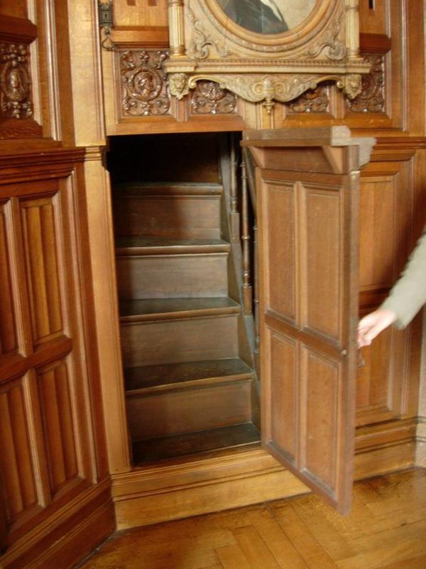 Secret-doors-in-the-big-table
