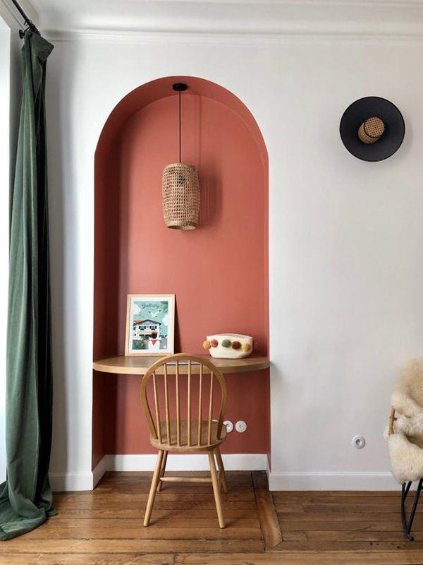 Wall-decoration-with-peach-color