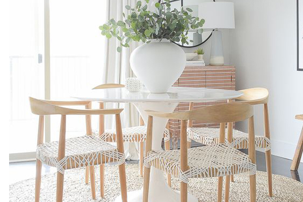 Adorable-white-dining-room-decoration