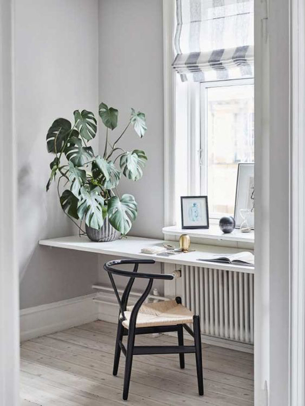 Desk-with-beautiful-outdoor-view