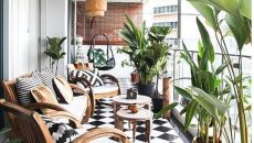 Gather-room-with-old-furniture-design