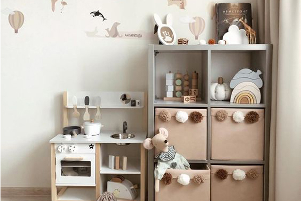 Girls-bedroom-storage