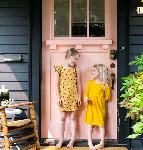 Cute-and-chic-pink-door-design