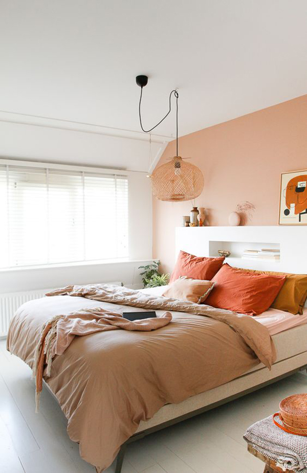 Comfortable-bedroom-decoration-with-warm-vibe