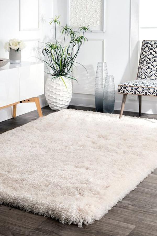 Comfortable-white-rug