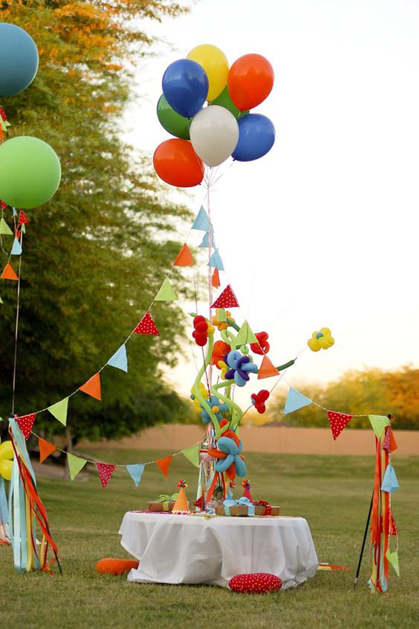 Outdoor-bitrhday-decoration-with-festival-theme